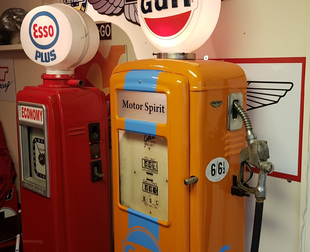 Gilbarco vintage pump in Gulf livery | Automobilia-UK