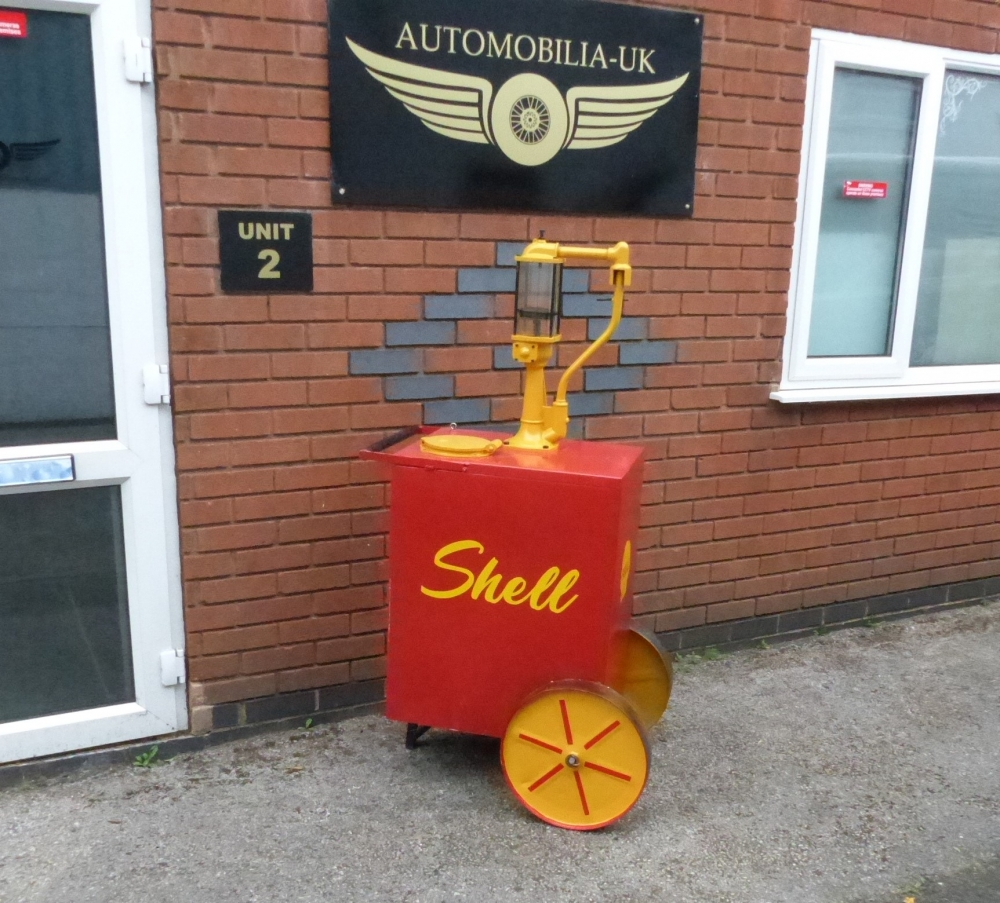 Shell livery oil tank with glass sight , great display item on wheels