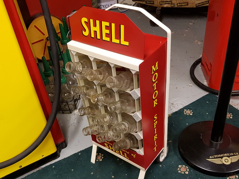 SHELL An absolute gem ! this ORIGINAL Bennett Oil bottle stand in SHELL livery is a fantastic display item
