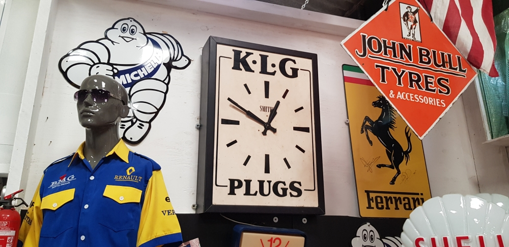 KLG large clock 32 x23 inch with Smiths movement Centre piece for any collection