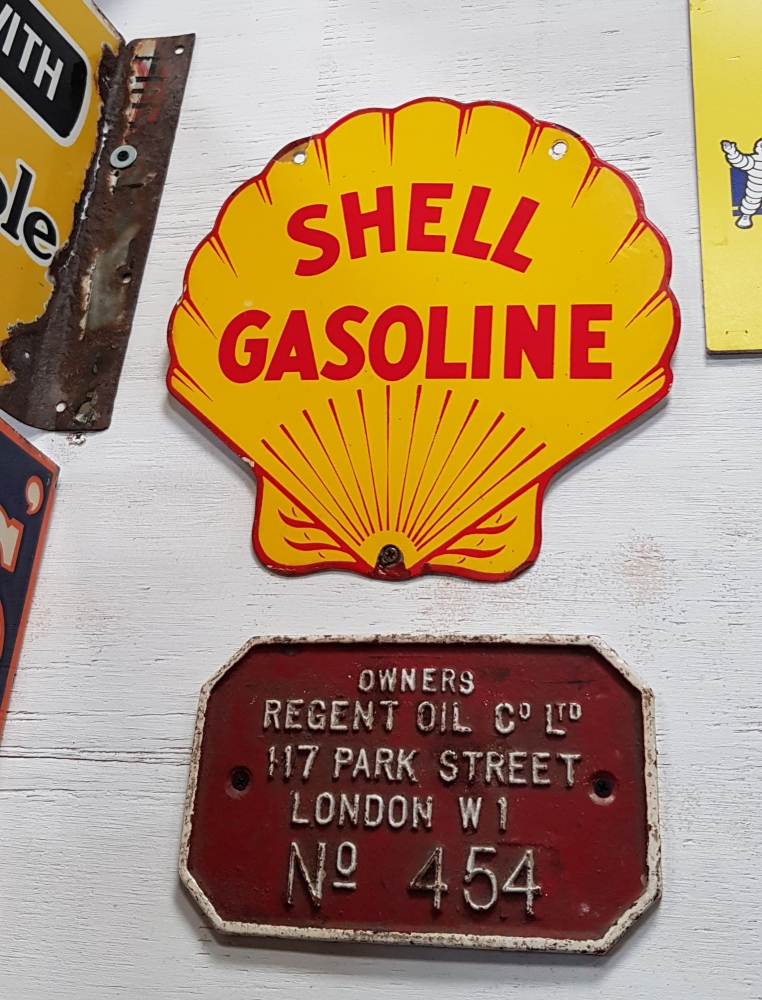 SHELL clam sign 14 inch
